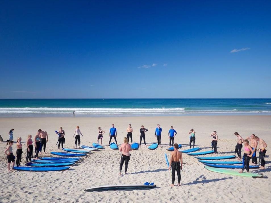 Surfing er et must å prøve i Australia (selv om man kanskje ikke blir sååå rutta på det i Brisbane siden det ikke er strand der). Bildet er fra Byron Bay.