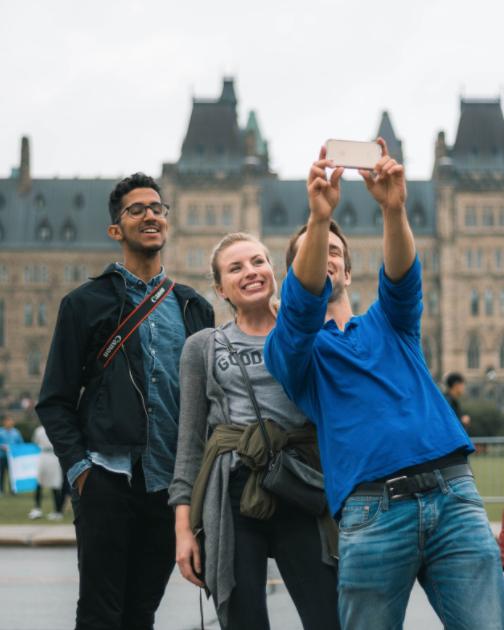 Meget vellykket selfie foran parlamentet i Ottawa.