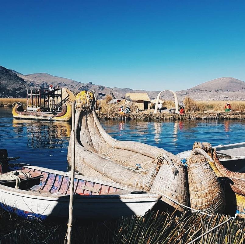 Urosfolket bor på flytende øyer i en av verdens høyestliggende innsjøer, Titicacainnsjøen.