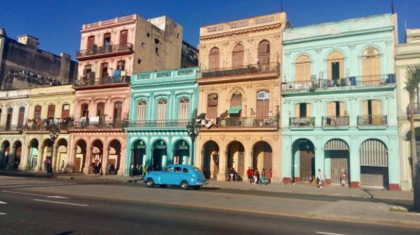 Ei litta svipptur til Cuba i Februar.