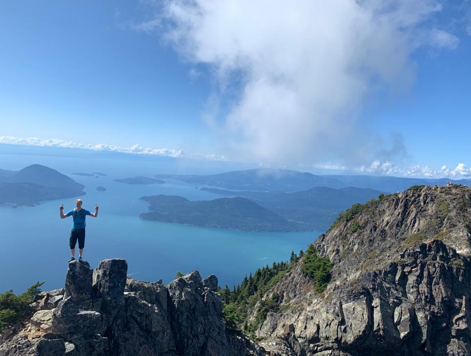 Roomie Almar på toppen av Mount Brunswick