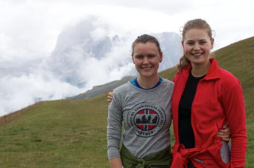 Vi gikk fjelltur i Dolomittene i september, derav den spreke fremtoningen.
